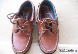 Sapatos de vela castanhos