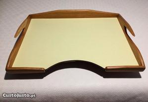 Mesa de leito vintage em madeira nobre