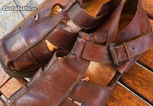 Sandálias em pele tamanho 42