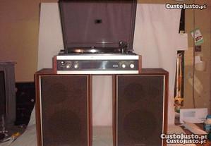 rádios antigos e gira discos