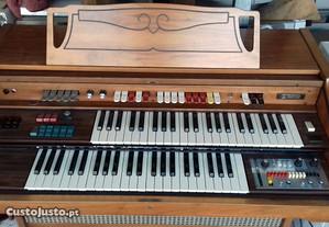 Piano/orgão antigo Farfisa