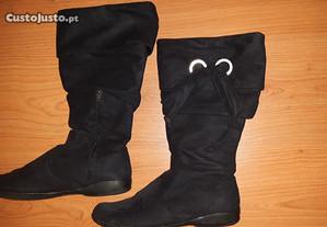 Botas em camurça pretas. Novas.