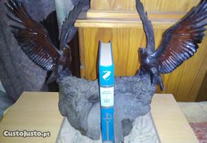 2 suportes para livros em pedra e resina aguia