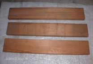 Três tábuas com 95 x 15,5 x 4,3 cm