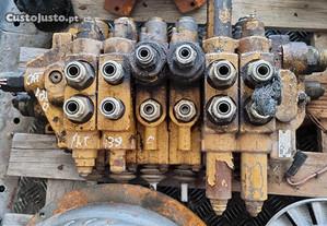 Distribuidor Hidraulico Caterpilar 438C