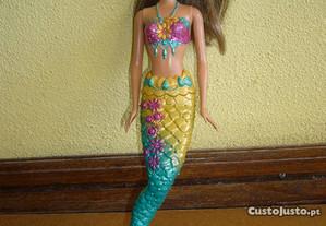 Barbie sereia morena
