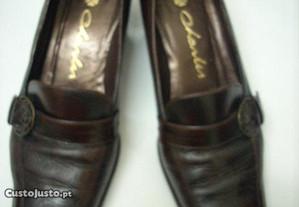 Sapatos Charles cor castanho N. 37