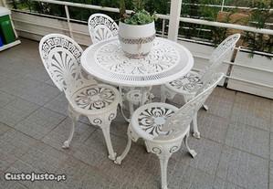 Mesa com 4 cadeiras em aluminio fundido