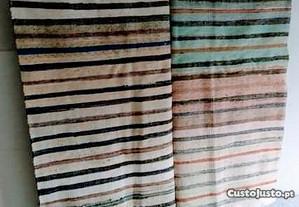 Manta de tecidos (farrapos) nova . (F)