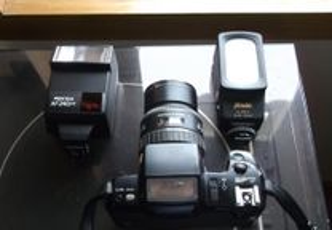 Máquina fotográfica e objectiva Pentax SF7