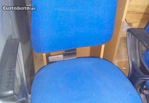 cadeiras de secretária com rodas e braços cor azul