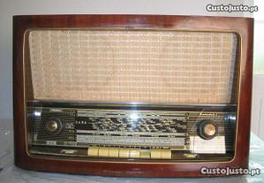 Radio antigo SABA