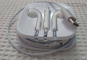 Auriculares com ficha Type-C e microfone