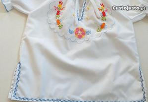 blusa bordada de criança