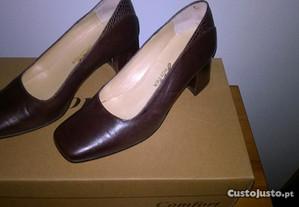 Sapatos de Senhora em pele, com salto nº 35