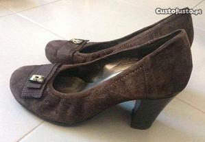 Sapatos castanhos de senhora (tam 37)