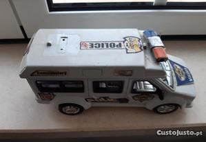 Ambulância ou carrinha da polícia de brincar