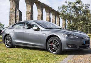Tesla Model S 85 - 14
