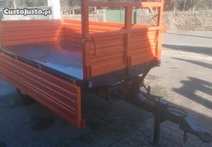 Reboque agrícola Tribasculante Novo 2500 kg