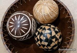 Taça em madeira + bolas decorativas