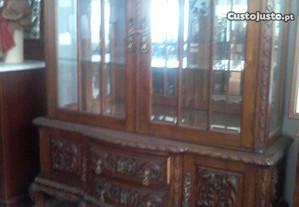 Cristaleira anos 50 em madeira de castanho