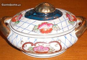 Terrina pequena em porcelana