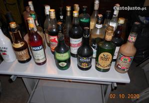 Bebidas Brancas Licores, 24 Garrafas sobra de BAR