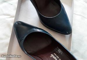 Sapatos azuis, da Sapataria Charles