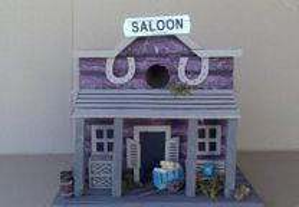 Ninho de Aves Pequenas - Saloon