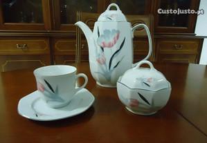 Serviço de chá incompleto (sem uso)