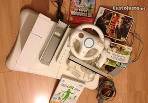 Consola Wii com 4 Jogos e Acessorios