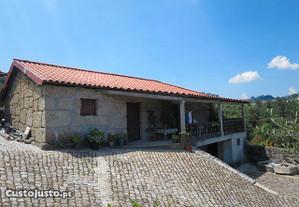 Quinta com casa em pedra e vinha