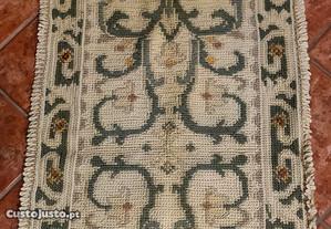 Três tapetes de arroiolos