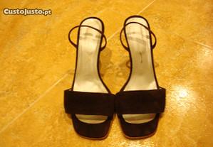 Sandálias de pele camurça
