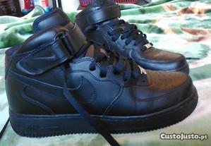 Sapatilhas Nike Air Force 1 Pretas 44 Novas