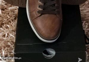 Sapatos desportivos em pele tamanho 40