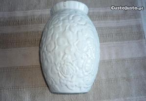jarra em faiança Elpa Alcobaça com relevos