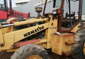 Retroescavadora Komatsu WB97R para peças
