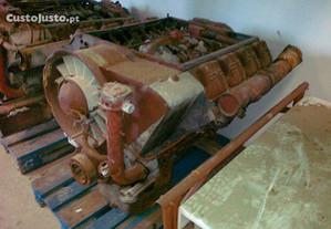 Motor Deutz F8L 413 de 8 cilindros em V, de 232 CV