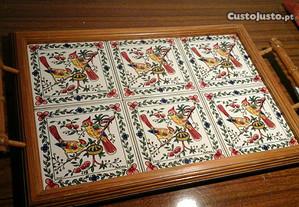 Tabuleiro em madeira e mosaicos