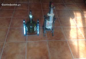 2 garrafas com suporte