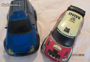 2 miniaturas de carros