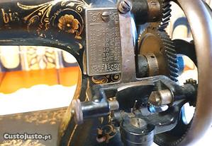 Rara Máquina de Costura Portátil século 18