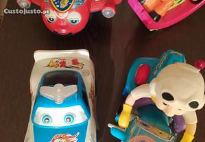 Brinquedos variados