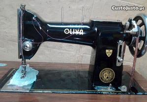 Máquina costura Oliva c/móvel (vintage)