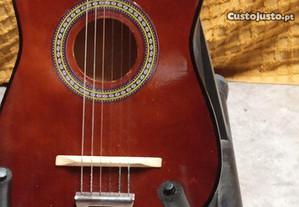 Linda Guitarra em Muito Bom Estado