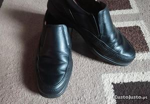 Sapatos n. 40 pouco usados modelo camport.