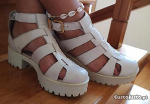 Sandálias em pele, tamanho 37