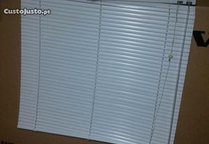 Cortina janela em alumínio em bom estado.
