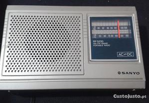Rádio Portátil Vintage Sanyo 5230 AM/FM